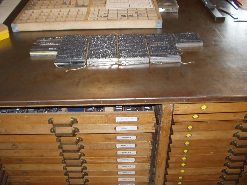 Il libro tipografico antico tavolo multimediale 2 - Tavolo multimediale ...